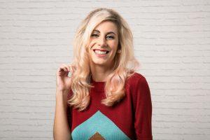 Mulheres mudam o cabelo para serem mais aceitas